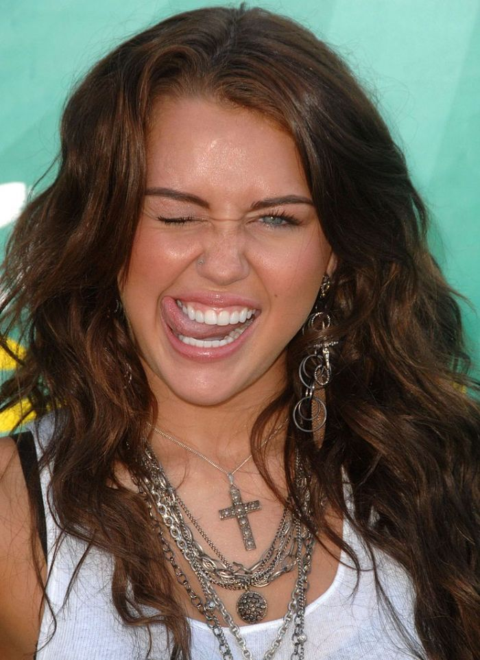 Miley Cyrus attends the Teen Choice Awards 2009 at Gibson Amphitheatre
