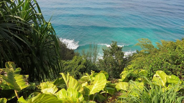 Napali Coast, Kapaa, view of the ocean waves during a hike