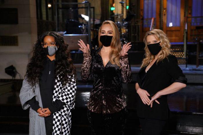Musical guest H.E.R., host Adele, and Kate McKinnon during Promos in Studio 8H